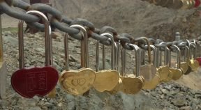 locks of love on the great wall of china